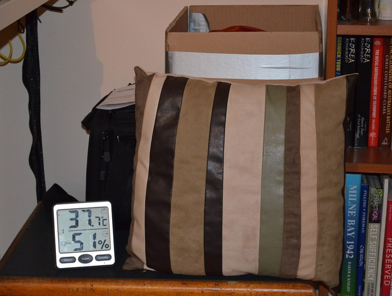 eeg incubator insulated with pillows and in box.jpg