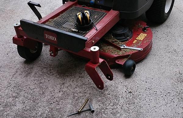 toro front tyre flat repair broken bead 1.jpg